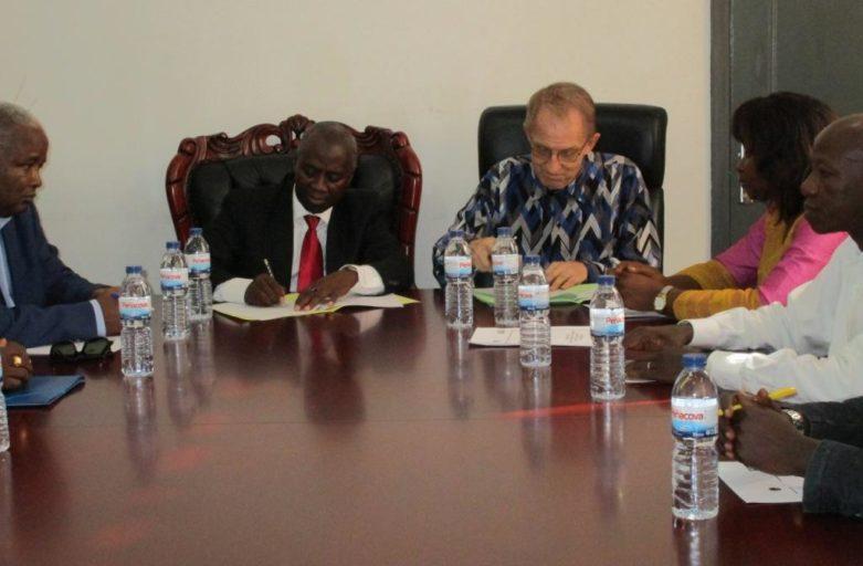 Assinatura do Memorando com a Secretaria de Estado das Comunidades